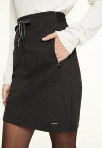 comma casual identity - MIT HERRINGBONE-MUSTER - A-line skirt - black heringbone - 3