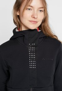 Vaude - WOMEN'S CYCLIST WINTER JACKET - Softshellová bunda - black - 3