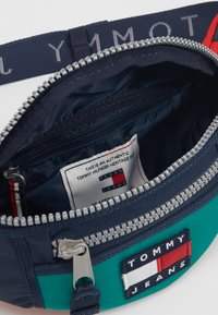 Tommy Jeans - HERITAGE BUMBAG - Bum bag - green - 4