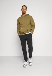 Champion - LEGACY CONTEMPORARY MODERN HOODED - Hoodie - olive - 1