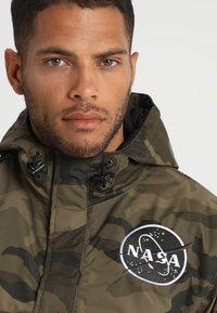 Alpha Industries - NASA ANORAKFUNKTION - Windbreaker - oliv - 4