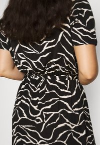Dorothy Perkins Curve - WRAP SPOT  - Vestido largo - mottled black - 5