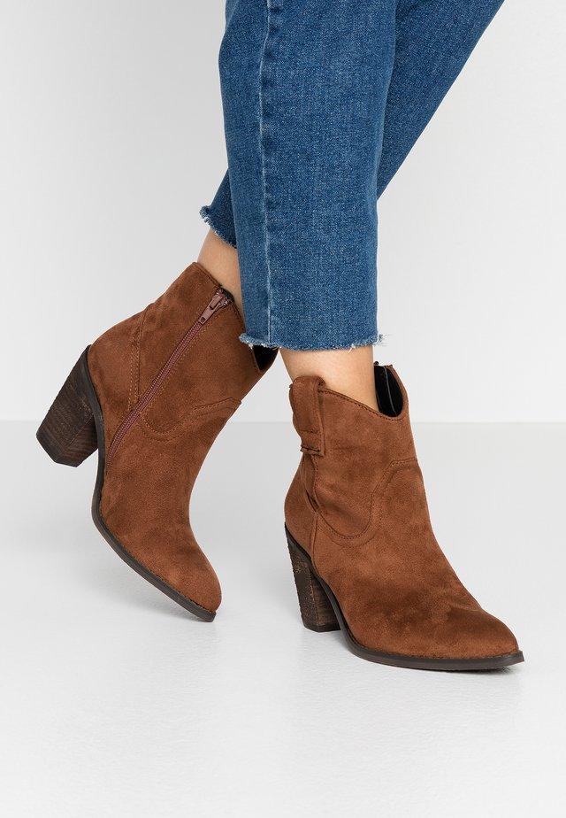 Botines camperos - brown