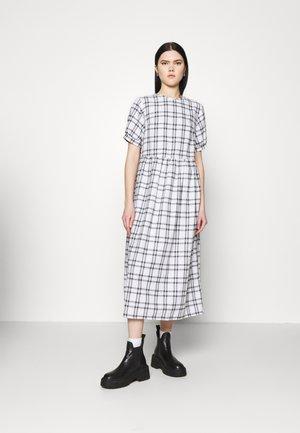 PUFF SMOCK MIDI DRESS CHECK - Maxi šaty - white