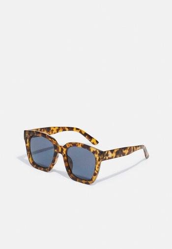 MARAIS UNISEX - Sunglasses - brown