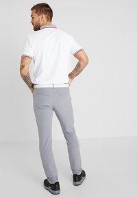Calvin Klein Golf - GENIUS TROUSERS - Sports shorts - silver - 2