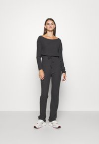Nly by Nelly - SLOUCHY SHOULDER SET - Bukse - off black - 1