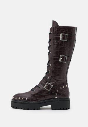 ASTEROID KNEE HIGH CHUNKY LACE UP - Šněrovací vysoké boty - burgundy