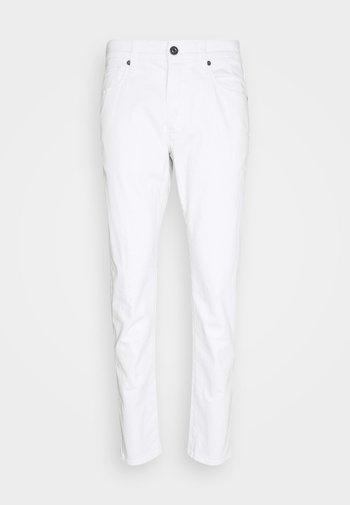3301 SLIM - Slim fit jeans - elto white denim