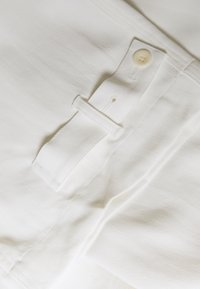 Proenza Schouler - RUMPLED BELTED PANT - Trousers - off white - 3