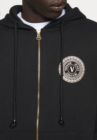 Versace Jeans Couture - FULL ZIP HOODIE WITH LOGO - Bluza rozpinana - nero - 8