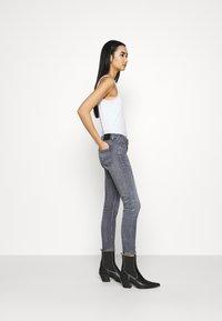 Tommy Jeans - SOPHIE - Skinny džíny - midnight grey - 3