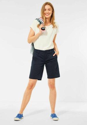 CASUAL FIT BERMUDA - Shorts - blau