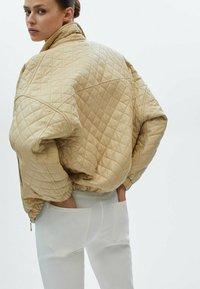 Massimo Dutti - MIT HOHEM BUND - Trousers - white - 2