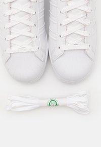 adidas Originals - SUPERSTAR UNISEX - Tenisky - footwear white/offwhite/green - 5