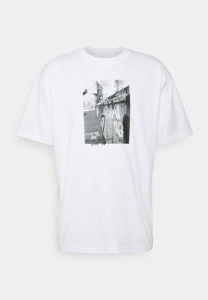 TEE STREETS - Print T-shirt - white