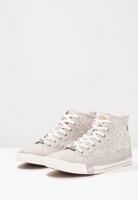 Mustang - High-top trainers - light grey - 2
