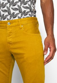 Scotch & Soda - DYED COLOURS - Jeans slim fit - tobacco - 5