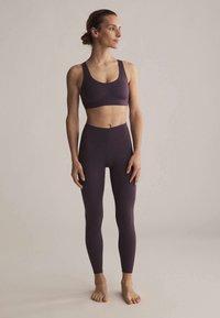OYSHO - Sports bra - dark purple - 1