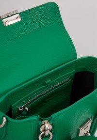 3.1 Phillip Lim - PASHLI MINI SATCHEL - Taška spříčným popruhem - kelly green - 4