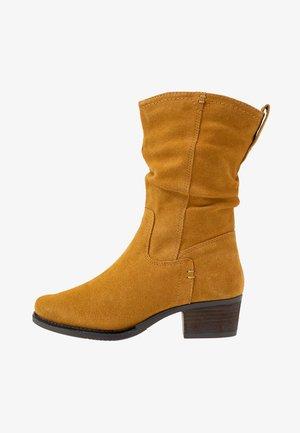 Høje støvler/ Støvler - saffron