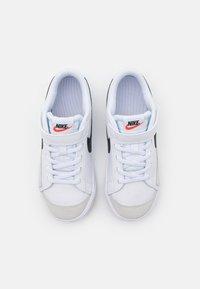 Nike Sportswear - BLAZER '77 UNISEX - Baskets basses - white/black/team orange - 3