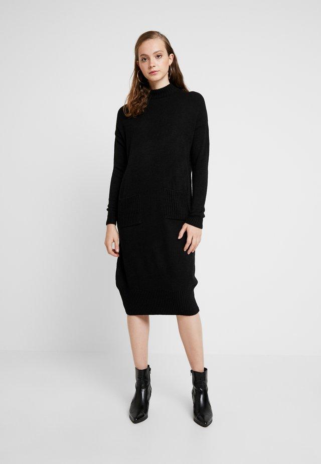 POCKET MIDI DRESS - Strikket kjole - black