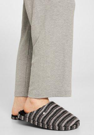 DONI MULE - Pantofole - black