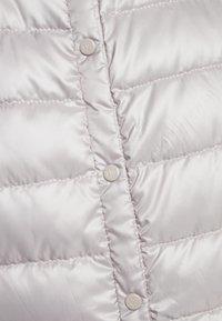 Lauren Ralph Lauren - PEARL SHEEN HOZIONTAL QUILT VEST - Waistcoat - cork - 4