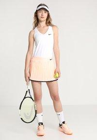 Nike Performance - TEAM PURE - Sports shirt - blanc/noir - 1