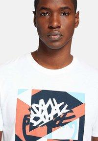 Timberland - Print T-shirt - white - 4