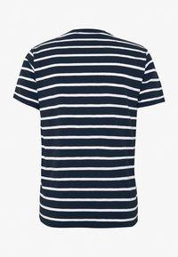 BY GARMENT MAKERS - THE ORGANIC MULTISTRIPED TEE - Print T-shirt - blue - 1