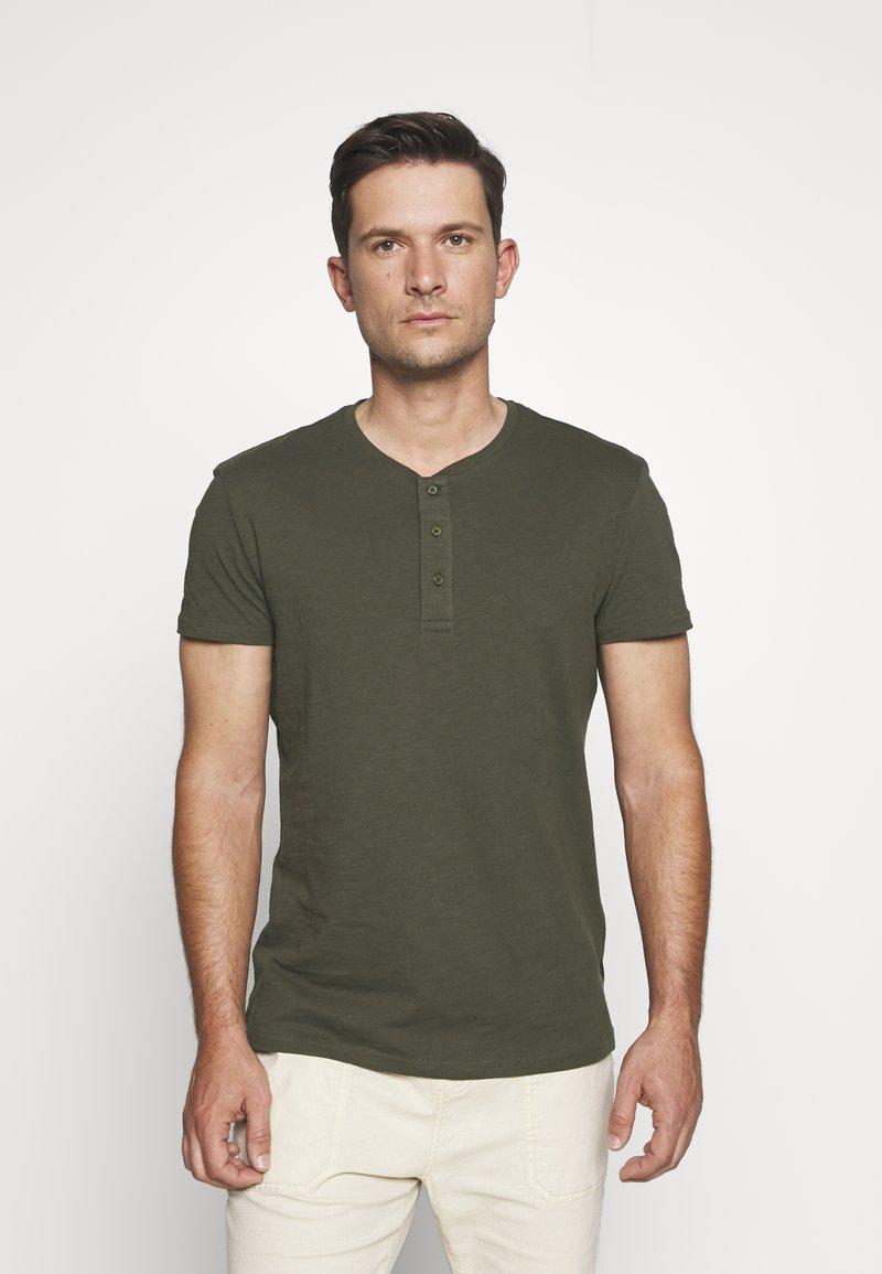 Pier One - T-shirts basic - olive