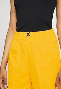 Nike Sportswear - PANT  - Pantalon de survêtement - university gold - 4