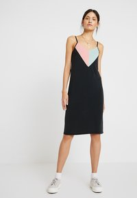 Nümph - NEW CASSIANA DRESS - Jersey dress - caviar - 0