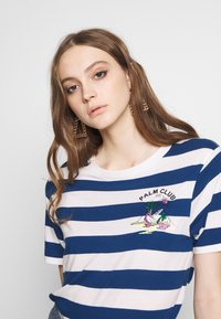 Scotch & Soda - REGULAR FIT STRIPED TEE WITH CHEST ARTWORK - Triko s potiskem - combo - 3