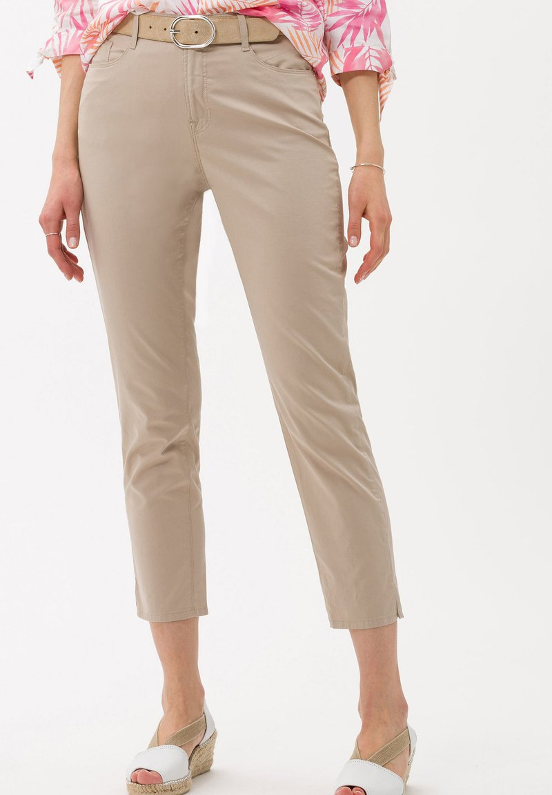 BRAX - STYLE CARO S - Trousers - toffee