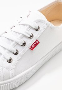 Levi's® - MALIBU BEACH - Baskets basses - brilliant white - 2