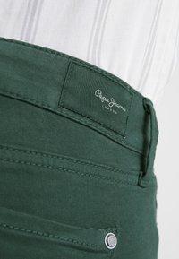 Pepe Jeans - SOHO - Tygbyxor - forest green - 6