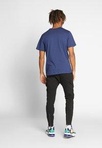 Nike Sportswear - CLUB TEE - Camiseta básica - midnight navy/white - 2