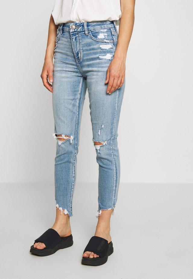 CURVY HI-RISE CROP - Jeans Skinny Fit - destroyed bright
