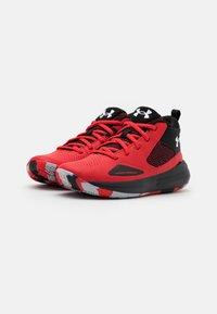 Under Armour - LOCKDOWN 5 UNISEX - Zapatillas de baloncesto - versa red - 1