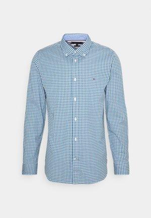 SLIM NATURAL SOFT GINGHAM SHIRT - Shirt - sea steel/white