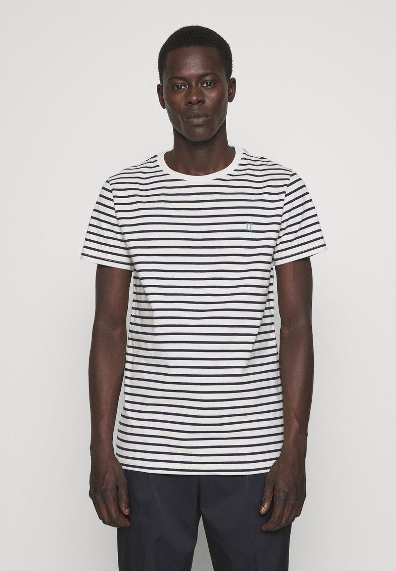 Les Deux - SAILOR  - Print T-shirt - off white/dark navy