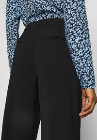 Selected Femme - SLFMAYA FLARED SLIT PANT - Stoffhose - black - 4