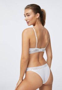 OYSHO - Triangle bra - white - 1
