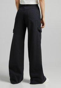 Bershka - Pantaloni cargo - black - 3