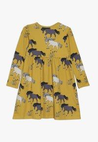 Walkiddy - Žerzejové šaty - dark yellow - 1