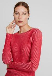 Calvin Klein Jeans - LONG SLEEVE DRESS - Pouzdrové šaty - racing red - 4