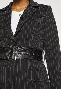 Missguided - PINSTRIPE DRESS - Denní šaty - black - 5